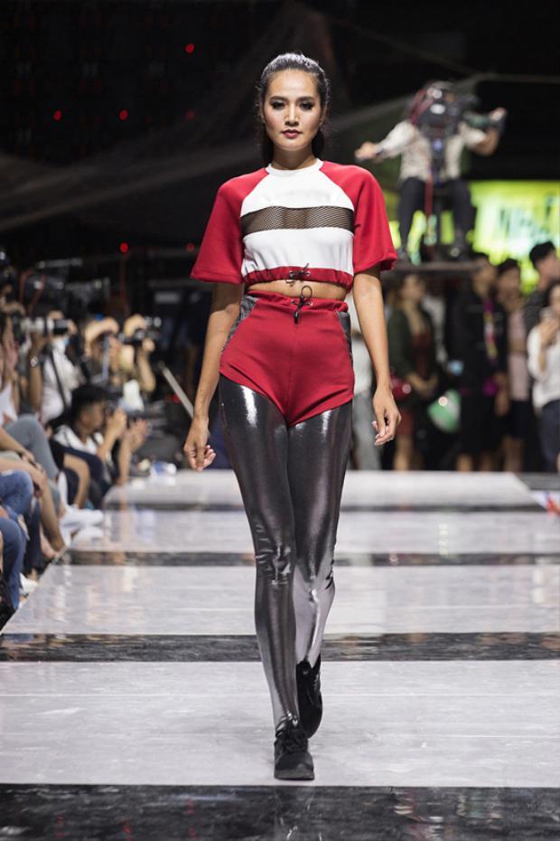 Quần legging tôn nét khỏe khoắn được thể hiện cuốn hút trên các tông màu đỏ - đen, trắng - đen.