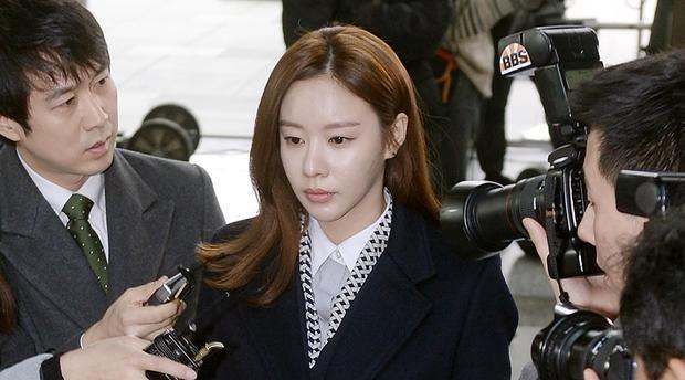 Nạn nhân nhập viện, cảnh sát điều tra Người đẹp ngàn cân Kim Ah Joong vì gây tai nạn giao thông