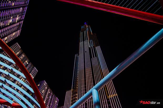 Landmark có chiều cao kỷ lục 461,3m, thuộc top những tòa nhà cao nhất thế giới.