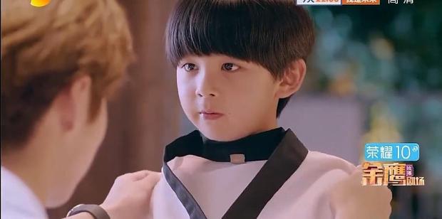 Minh Thiên đã thay đổi suy nghĩ đồng ý để em trai và em gái tham gia câu lạc bộ taekwondo.