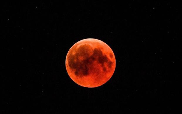 Cận cảnh Mặt Trăng nhuộCận cảnh Mặt Trăng nhuộm sắc đỏ trên bầu trời Hy Lạp. Ảnh: AFPm sắc đỏ trên bầu trời Hy Lạp. Ảnh: AFP
