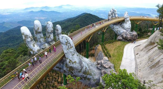 Cầu Vàng ở Đà Nẵng tiếp tục được cơn mưa lời khen trên tạp chí uy tín nước ngoài