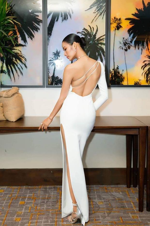 HHen Niê hóa nữ thần với váy trắng cut out bạo tay, hút chặt mọi ánh nhìn