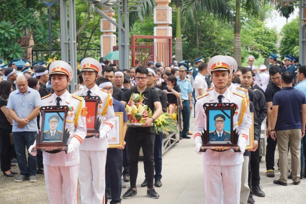 Đồng chí Phạm Giang Nam được truy thăng quân hàm sĩ quan từ thượng tá lên đại tá. Đồng chí Khuất Mạnh Trí được truy thăng quân hàm sĩ quan từ trung tá lên thượng tá.