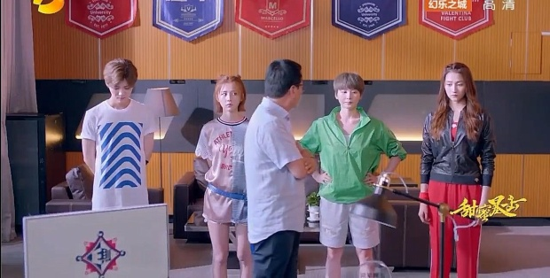 Thầy hiệu trưởng kịp thời cho người xuất hiện trước khi hai bên động thủ. Cả bốn người đều được mời lên phòng thầy hiệu trưởng để giải thích rõ sự việc.