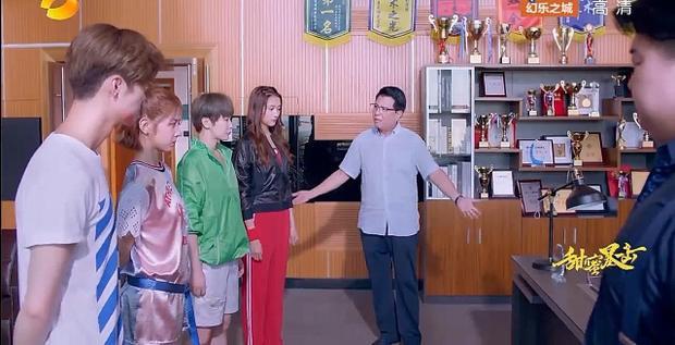 Cả ba người Tống Tiểu Mễ, Trình Á Nam và Phương Vũ đều đem chuyện sẽ nghỉ học ra uy hiếp thầy hiệu trưởng không được đuổi học Minh Thiên.