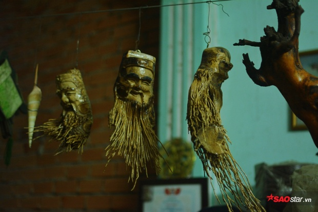 Bộ ba Phúc-Lộc-Thọ được chú Thơm đẽo từ gốc tre già.