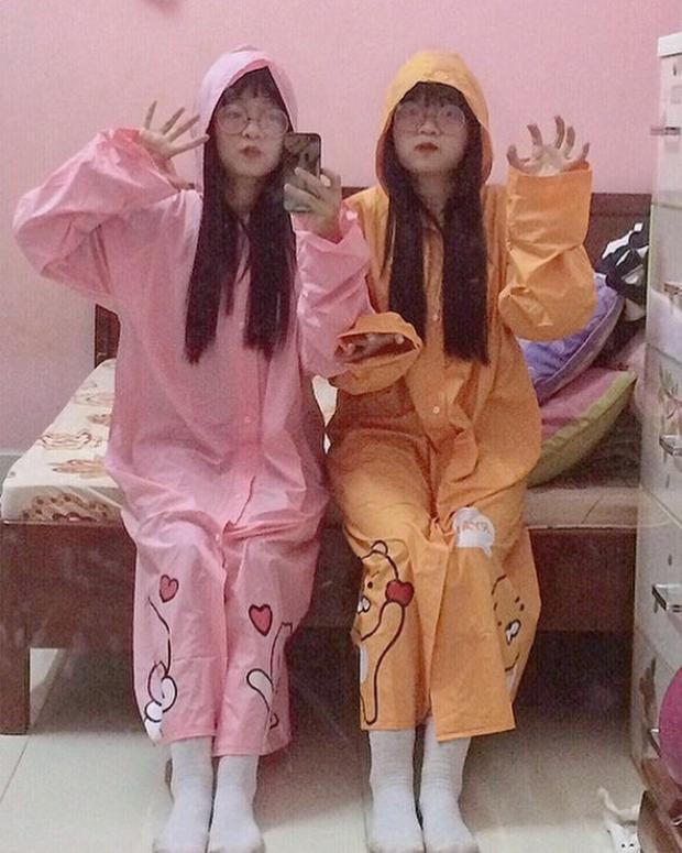 Cặp chị em sinh đôi khuấy đảo TikTok Việt bởi những biểu cảm đáng yêu cùng gu thời trang cực xịn