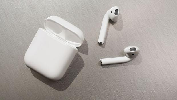 AirPods được Apple giới thiệu lần đầu tiên vào năm 2016 cùng thời điểm iPhone 7 ra mắt.