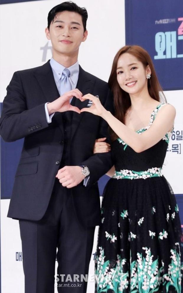 Cả hai rạng rỡ bên nhau trong buổi ra mắt phim Thư ký Kim sao thế.