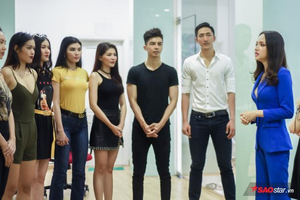 Người đẹp đã có những chia sẻ quý báu với dàn thí sinh Siêu mẫu Việt Nam 2018.