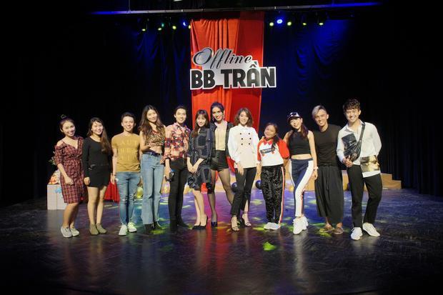 Bên cạnh Hari Won, các bạn bè đồng nghiệp quý mến BB cũng dành thời gian tham dự như Băng Di, Khả Như, Quang Trung, Nguyễn Anh Tú, Dương Thanh Vàng, ….