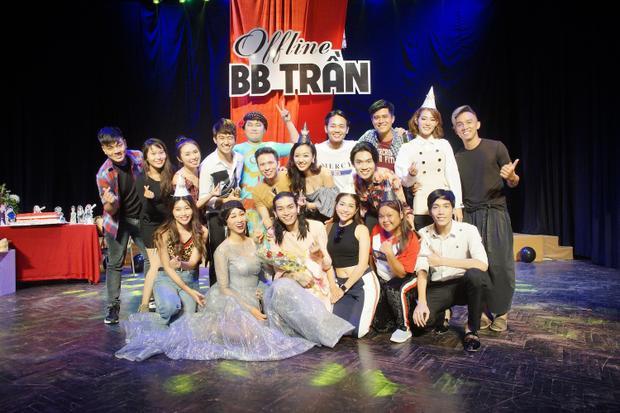 Buổi offline của BB Trần diễn ra hơn 2 giờ đồng hồ với những tiếng cười rôm rả mà anh cùng dàn nghệ sĩ khách mời mang lại.
