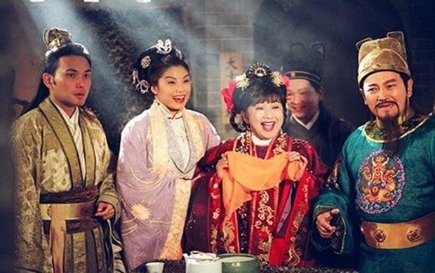 Phò mã gia Kim Niên bên cạnh Thâm Điền công chúa sau khi nhập cung.