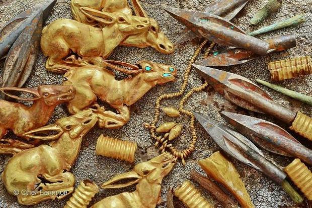 3.000 vật phẩm bằng vàng vừa được phát hiện. Ảnh: Oleg Belyalov-east2west news