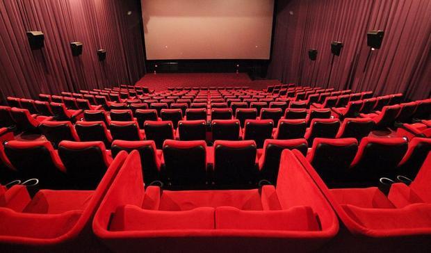 Hệ thống ghế Sweetbox (trên cùng) trong cụm rạp CGV có vách ngăn dành cho các cặp đôi. Ảnh: CGV