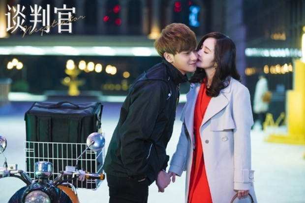 Cặp đôi cũng có nhiều giây phút ngọt ngào nhưng lại khiến fan không mấy hưởng ứng, bởi ngoại hình thấy rõ cách biệt tuổi tác