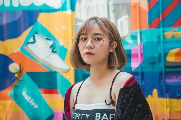 MisThy là một gương mặt quen thuộc trong giới trẻ Việt. Cô nàng được biết tới là hot streamer số 1 Việt Nam vàsự kết hợp cùng Thanh Duy trong MV Người lạ thân quen với hình ảnh hoàn toàn mới lạ khi hóa thân vào một cô nàng dịu dàng, đáng yêu cũng khiến người hâm mộ thích thú.