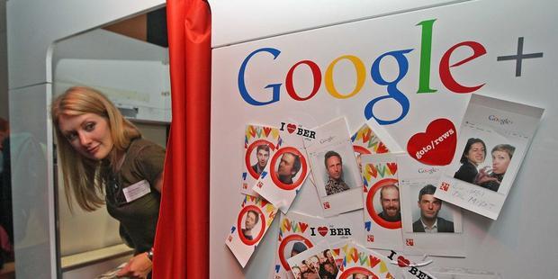 Google: Google hỗ trợ người thân của nhân viên quá cố 50% lương của họ trong vòng 10 năm tiếp theo.