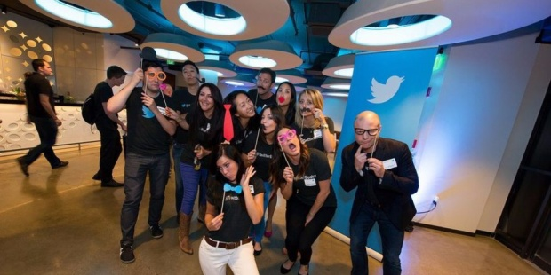 Twitter: Twitter vốn nổi tiếng với những đặc quyền cho nhân viên như cung cấp ba bữa ăn một ngày hay châm cứu ngay trong trụ sở công ty.