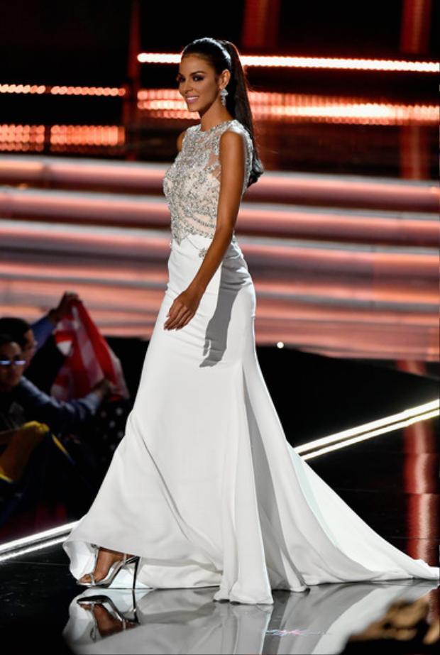 Gần đây nhất là Hoa hậu Venezuela, cô có màn trình diễn mãn nhãn trên sân khấu Miss Universe 2017 bằng bộ trang phục dạ hội trắng vừa tôn da vừa tôn dáng. Cô đã lọt top 5 chung cuộc.