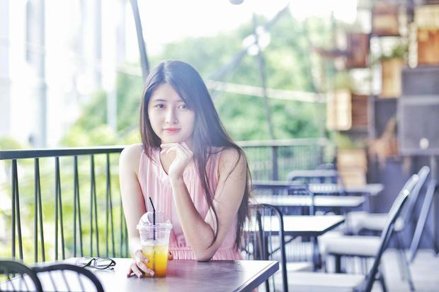 Ngoài việc học tập trên lớp, Uyên thường xuyên tham gia cá hoạt động ngoại khóa tại trường. Cô hiện là thành viên của CLB Guitar và JS-Japannese Software Engineers.
