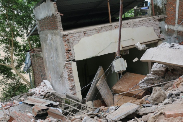 Vụ nhiều nhà dân bị 'nuốt chửng' xuống sông Đà: Vết nứt quá nhanh khiến gia đình tôi không kịp chạy