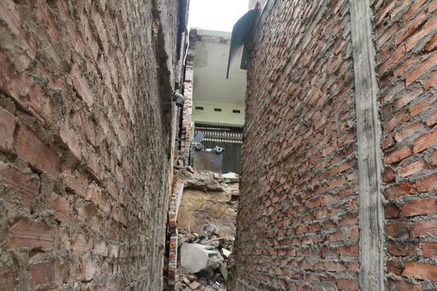 Chị Hương cho biết, chỉ trong ít phút cả ngôi nhà bị đổ sập.