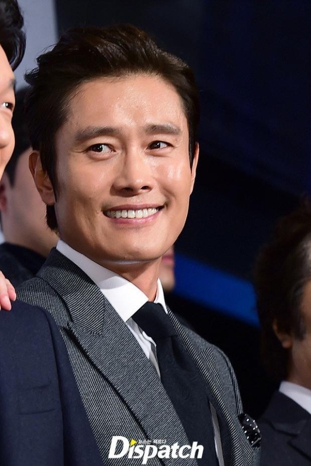 … nhưng đời tư của Lee Byung Hun có lẽ không ai thích nổi khi vừa kết hôn được 1 năm anh đã vướng phải scandal ngoại tình và tống tiền 2 cô gái trẻ cùng hàng loạt lùm xùm tình ái trong quá khứ.