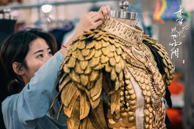 Cận cảnh bộ áo giáp nặng 30 kg của nhân vật Húc Phượng