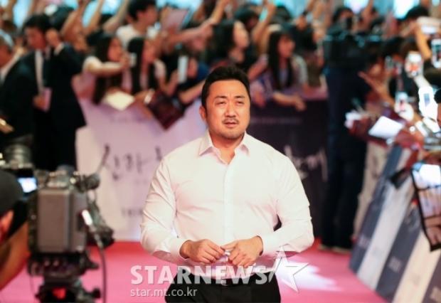 """""""Gia thần Sung Ju"""" Ma Dong Seok lực lưỡng."""