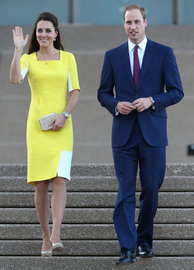 Hoàng tử William đã hài hước ví chiếc váy vàng rực rỡ của vợ mình với hình ảnh một quả chuối.