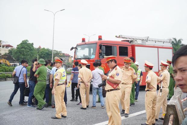Rất đông Công an có mặt tại khu vực xảy ra tai nạn.