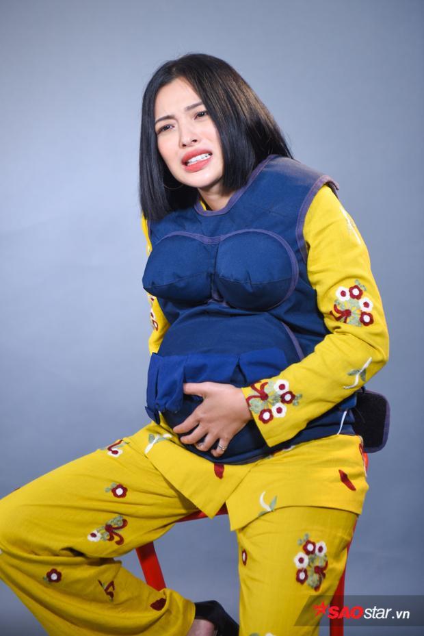 Lần đầu trải nghiệm cảm giác mang bầu Tú Hào không khỏi sự bất ngờ khi bị em bé đạp.