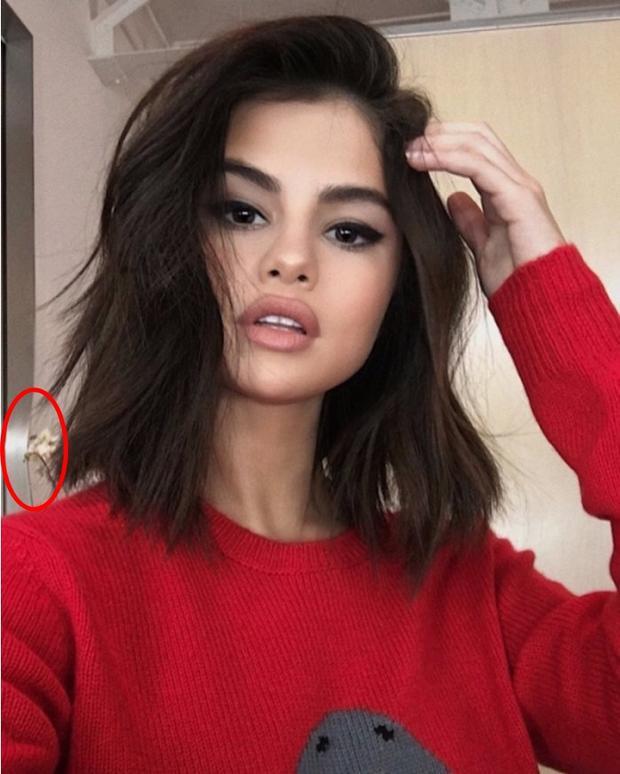 Dường như người thợ làm cột choKylie cũng kiêm luôn cả cửa nhà Selena Gomez hay sao ấy nhỉ? Có lẽ nhờ vậy nên mái tóc của cô nàng trở nên dày và bồng bềnh hơn hẳn.