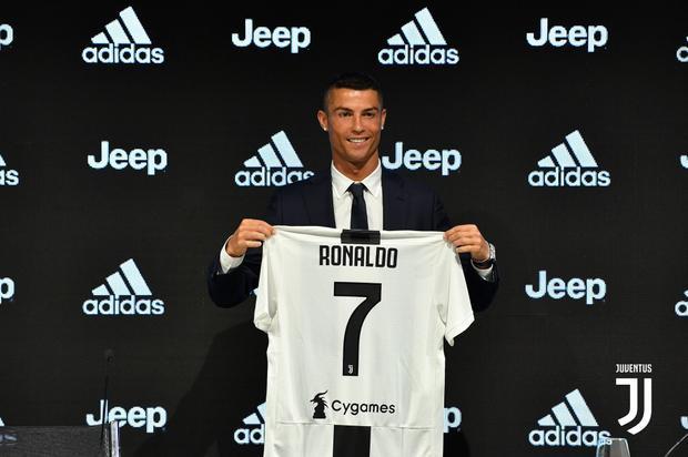 CLB Juventus đã chiêu mộ xong tiền đạo Ronaldo.