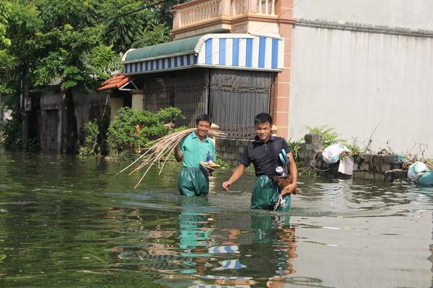 Ngay sau đó, lãnh đạo UBND huyện Chương Mỹ, và lãnh đạo UBND xã Thủy Xuân Tiên đã vận động các hộ dân sơ tán người và tài sản đến nơi an toàn.