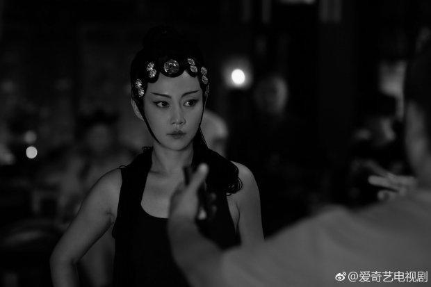 Nữ diễn viên Đàm Trác nỗ lực học Kinh kịch để tự mình thực hiện màn ca múa sinh động xuất thần, tràn đầy cảm xúc trong phim.