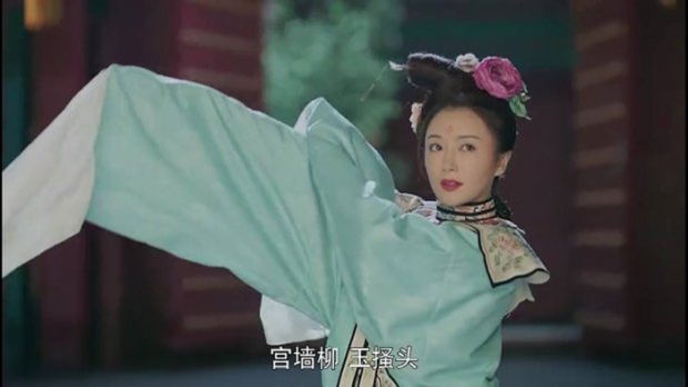 Trong tập 21, Hoàng hậu còn trang điểm xinh đẹp, lên đồ lộng lẫy múa điệu Lạc Thần, khiến Hoàng thượng say đắm, hết lời khen ngợi.