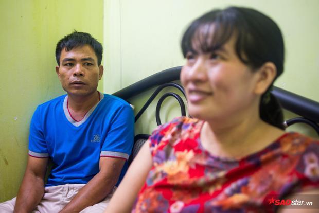 Ngày ra đi, hai vợ chồng đành bán tất cả ruộng vườn đất đai, cầm số tiền vào tận Sài Gòn.