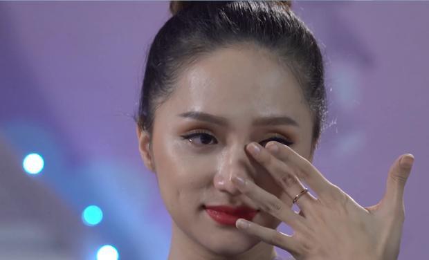 Hương Giang bật khóc khi nhắc đến niềm hy vọng về một đứa con.