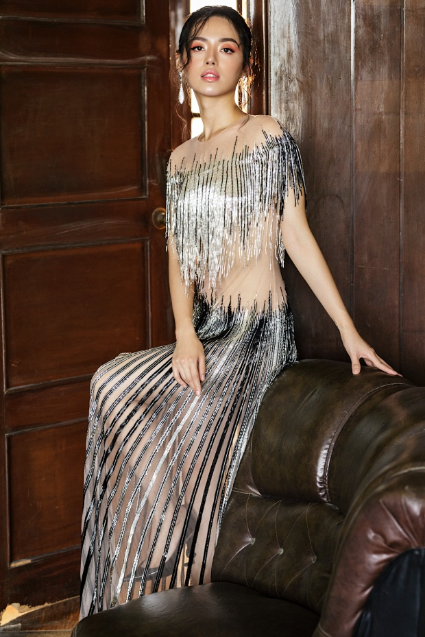 Chiếc váy xuyên thấu, chỉ che đúng chỗ cần che đem lại cho người đẹp vẻ gợi cảm khó cưỡng.