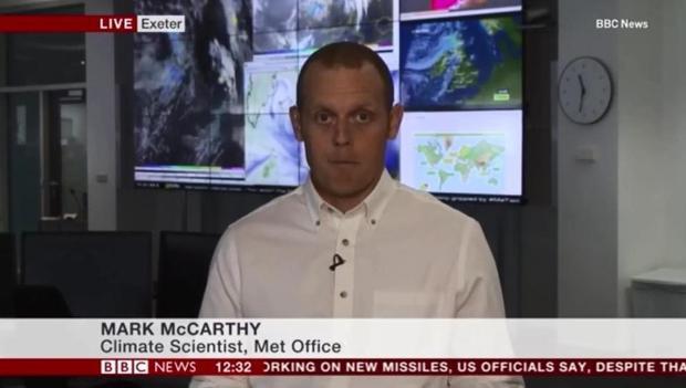 Nhà khoa học này đã cảm thấy không khỏe trước khi lên sóng.