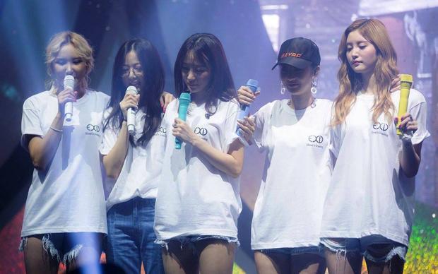 Lần gần đây nhất mà fan được chứng kiến cảnh tụ hợp của 5 cô gái này là ở fanmeeting hồi cuối năm 2017. Lúc đó, Solji bất ngờ xuất hiện khiến người hâm mộ lẫn các thành viên ngỡ ngàng và xúc động.