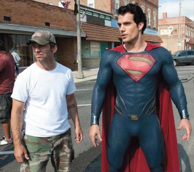 Zack Snyder và Henry Cavill trong vai Superman