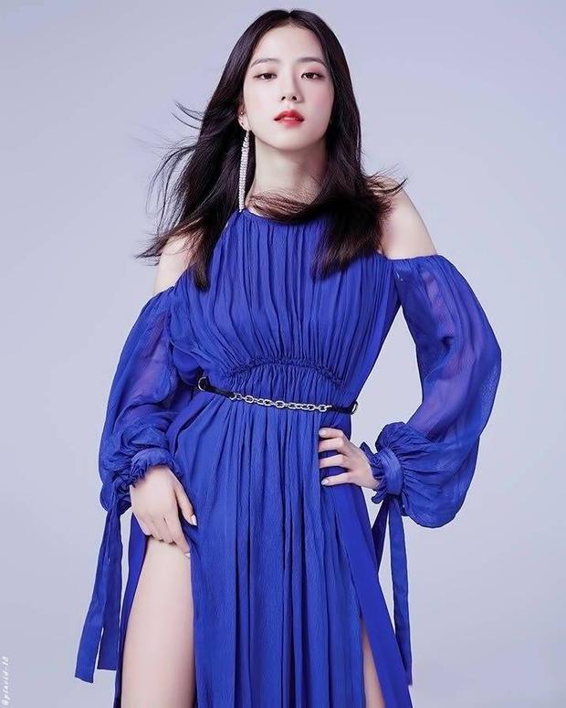 """Kim Jisoo là một trong những nữ thần tượng xinh đẹp nhất hiện nay của Kpop với tính cách phóng khoáng và khá """"nam tính"""" bên trong ngoại hình nữ tính, đáng yêu."""
