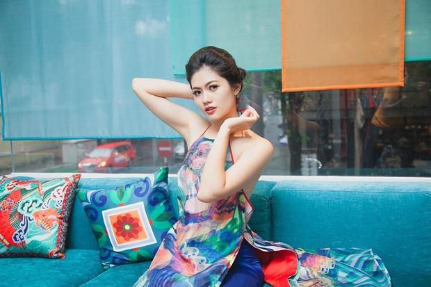 Trước khi đến với các cuộc thi sắc đẹp lớn nhất Việt Nam, Hương Giang vấp phải sự phản đối, ngăn cản của mẹ. Mẹ cô sợ cuộc sống của con gái có nhiều xáo trộn, không yên ổn sau cuộc thi. Nhưng sau đó, chính bố của Hương Giang đã thuyết phục mẹ cô cho con gái tham dự, đầu tiên là Miss Photo 2017.