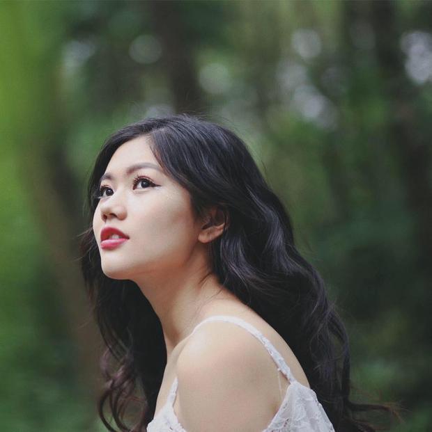"""""""Tôi luôn tự hào là con cháu của nữ tướng Lê Chân và hạnh phúc khi vẫn giữ được nét dịu dàng nhưng cũng rất mạnh mẽ"""", Vũ Hương Giang từng tâm sự trên báo chí."""