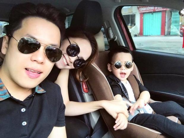 Gia đình hạnh phúc của hoa hậu Thế giới người Việt 2010 bên chồng và con trai bé nhỏ.