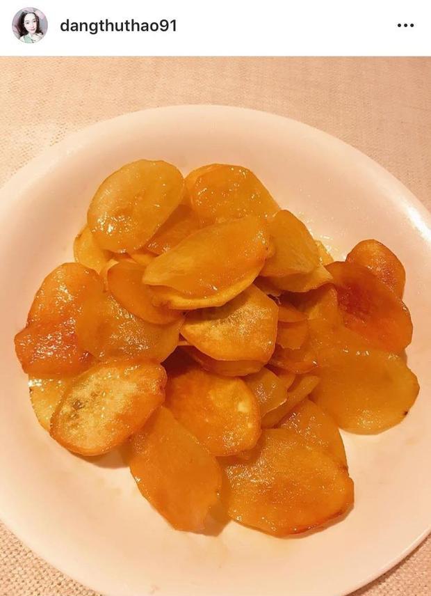 Món khoai lang chiên ngào đường vàng ươm trông rất hấp dẫn.